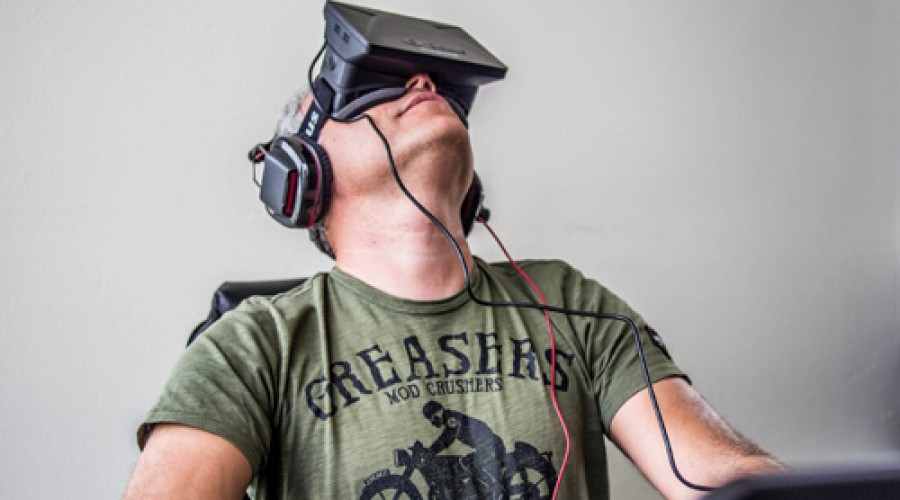 Facebook stapt in virtual reality