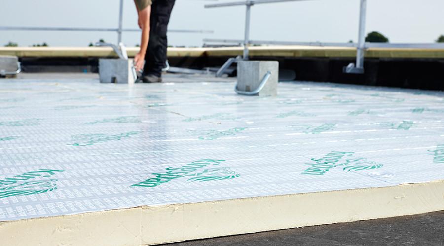 Nieuwe dakbedekking drukkerij zuivert de lucht