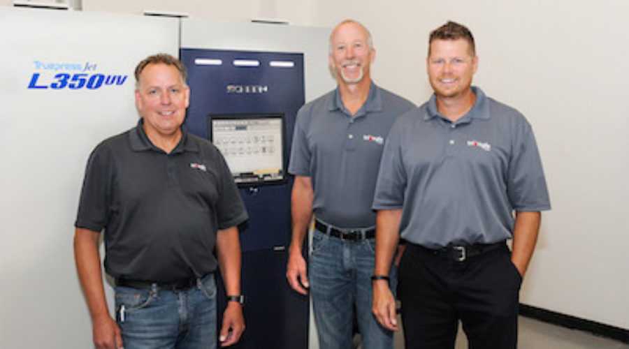 Labelprinter bespaart flink op arbeidskosten met een Screen Truepress Jet L350UV