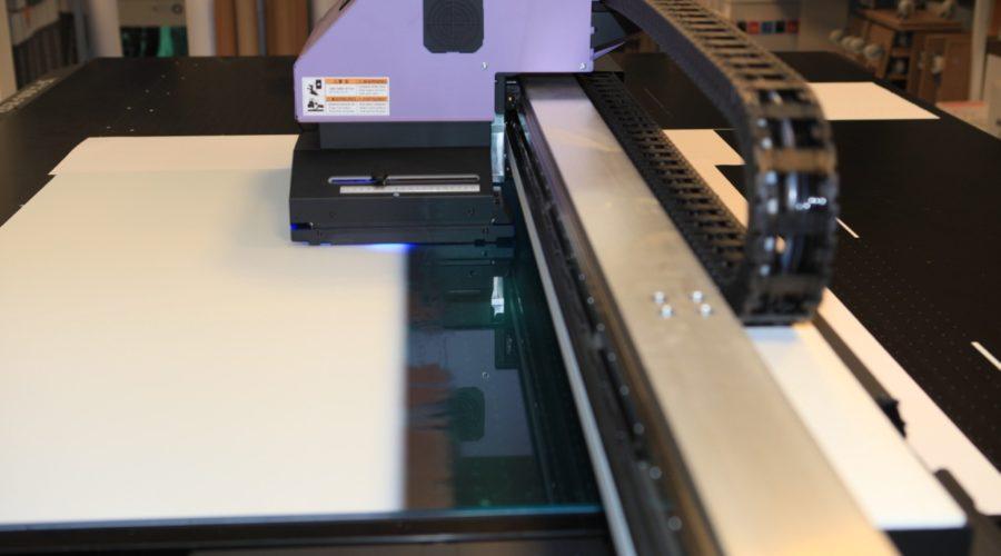 PRstory: Het werk stroomt binnen na investering in Mimaki vlakbedprinter