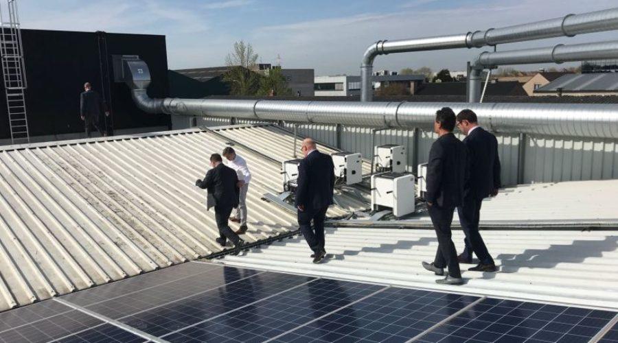 Werknemers Kortrijkse drukkerij INNI participeren in zonnepanelen