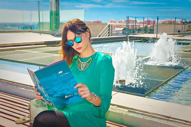 Vakantie magazine lezen